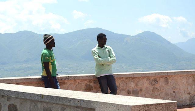 Migranti tra turismo e sociale, proteste in Campania