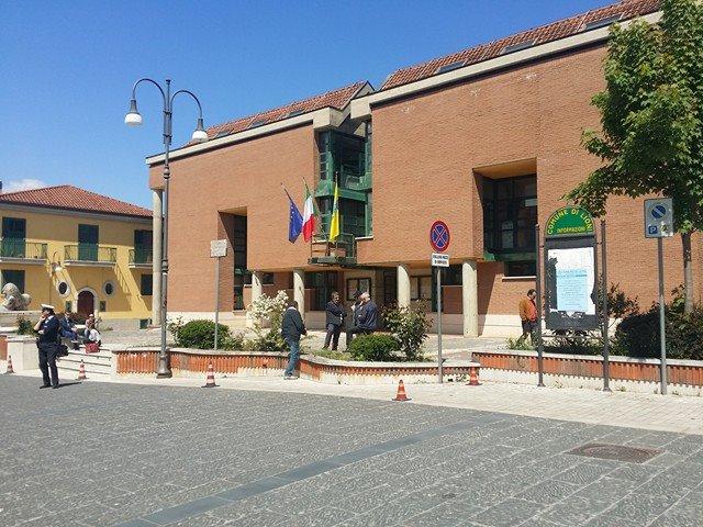 Lioni: polemica in Consiglio, l'opposizione abbandona l'aula