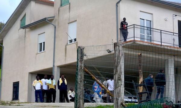 Sant'Angelo: i nuovi profughi restano, lunedì Consiglio