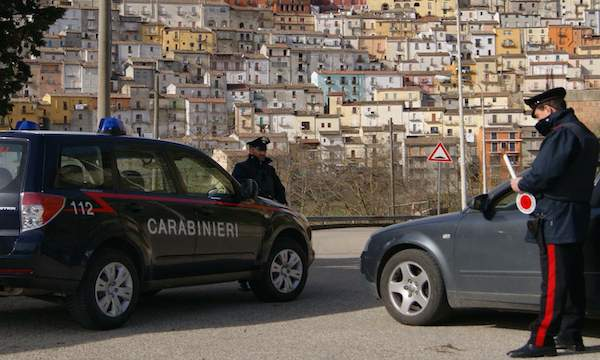 Calitri, passanti sventano il furto di un'auto