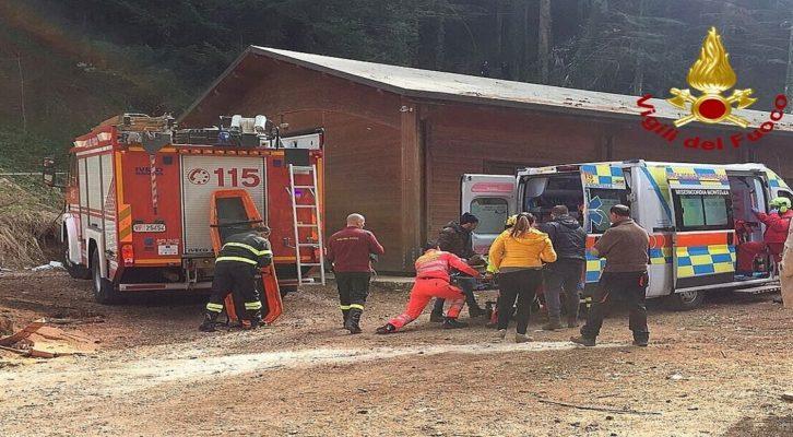Laceno, si ferisce mentre taglia un albero: soccorso in elicottero