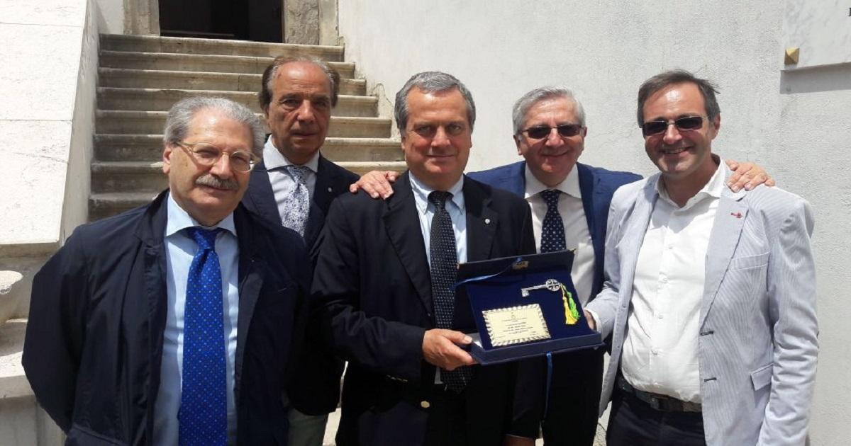 Villani presidente dei pediatri italiani, l'omaggio di Altavilla