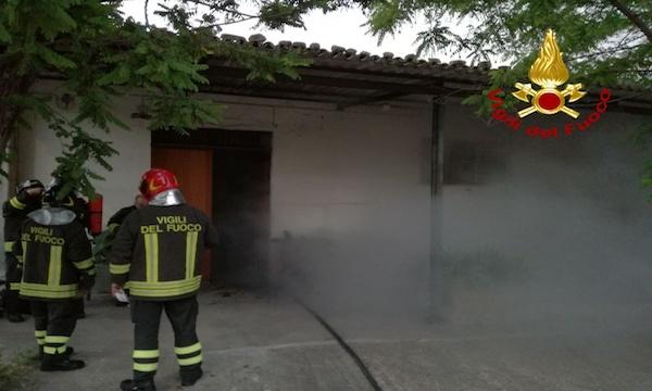 Calitri: a fuoco abitazione, due anziane sorelle messe in salvo
