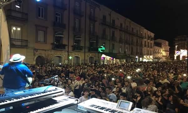Il concerto di Tony Tammaro viene bloccato: 'Alla prossima porterò meno gente…'