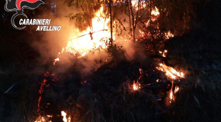 Atripalda, appicca un incendio lungo i binari: arrestato