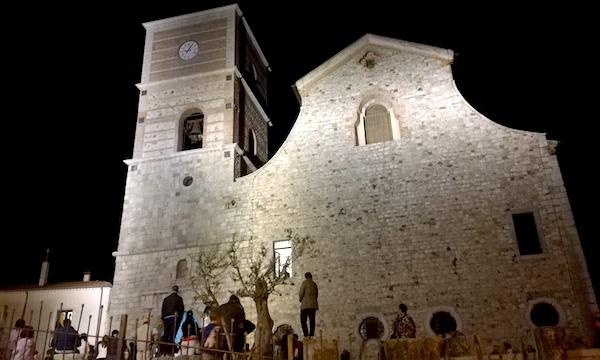 Distrutto il 23 novembre, il campanile completato