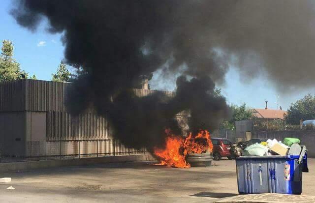 Sant'Angelo dei Lombardi, auto a fuoco in centro