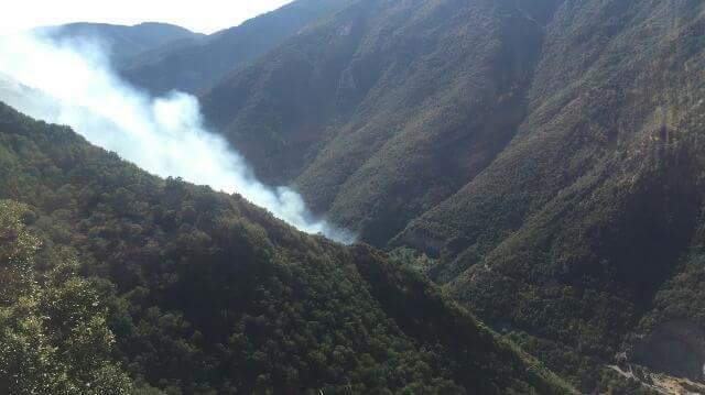 Montella, il fuoco non dà tregua: elicotteri in azione