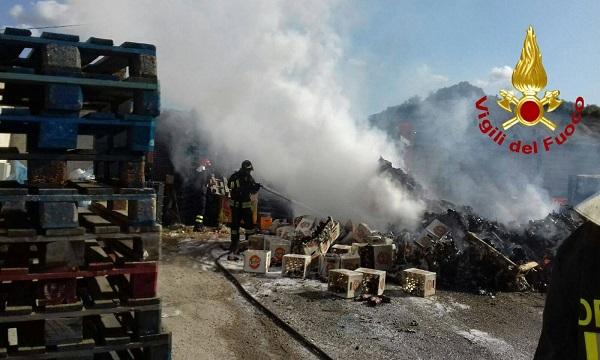 Incendio allo scalo di Calitri, a fuoco bibite
