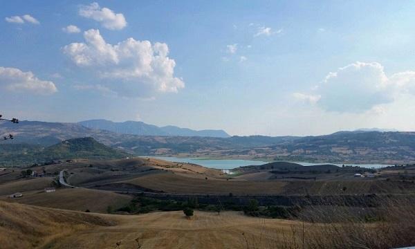 Eolico sul lago di Conza, lo scontro resta aperto