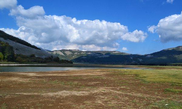 La siccità in Irpinia, il lago scomparso