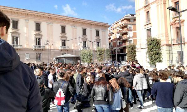 Liceo Mancini, risorse dalla Provincia per mitigare l'emergenza