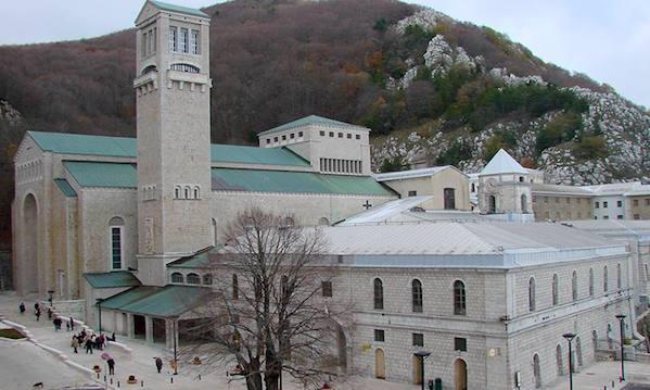 Presepe a San Pietro e Giro d'Italia, Montevergine tra spiritualità e turismo