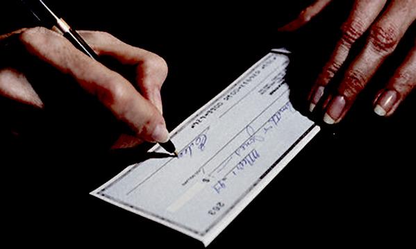 Morra de Sanctis: altera dati e incassa l'assegno, 30enne denunciata