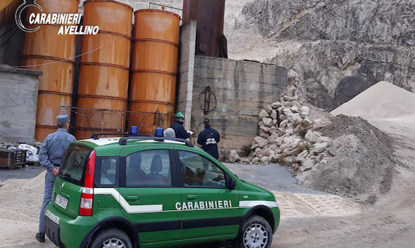Traffico di rifiuti, sequestrata cava in Irpinia