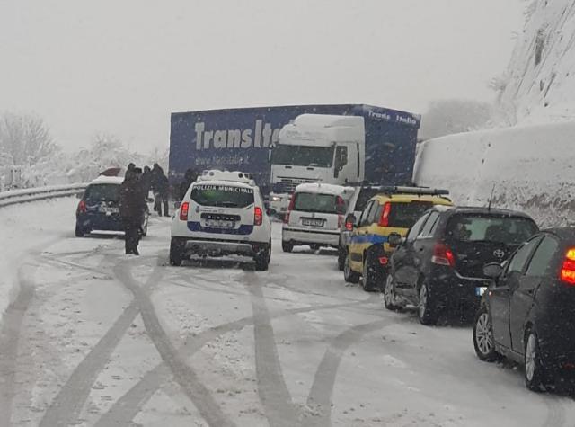 Alta Irpinia sotto la neve e i disagi