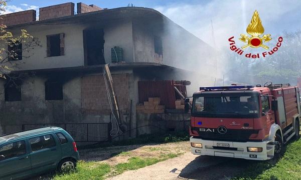 Senerchia, a fuoco edificio in costruzione