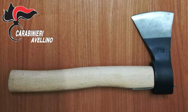 Lioni: con l'ascia nel bagagliaio, denunciato trentenne di Montemarano
