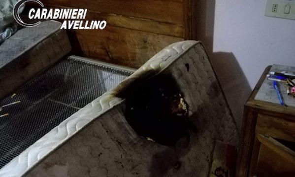 A letto con la sigaretta, incendio in una casa a Sant'Andrea di Conza