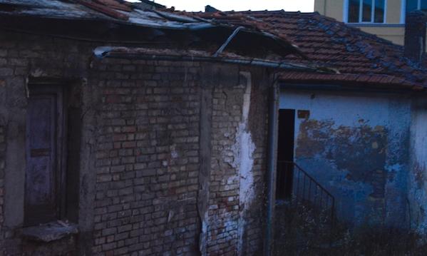 Le casette di Aquilonia, stop alla demolizione