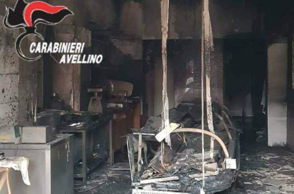 Vallata, a fuoco la macelleria del figlio: muore dopo un malore