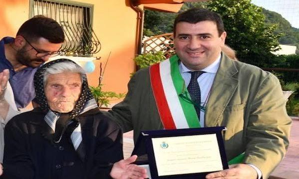 Gli ultracentenari di Volturara Irpina, 107 candeline per la signora Maria