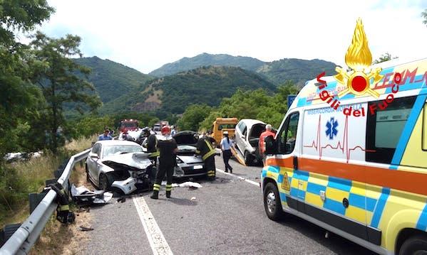 Montella: incidente sull'Ofantina, tre feriti