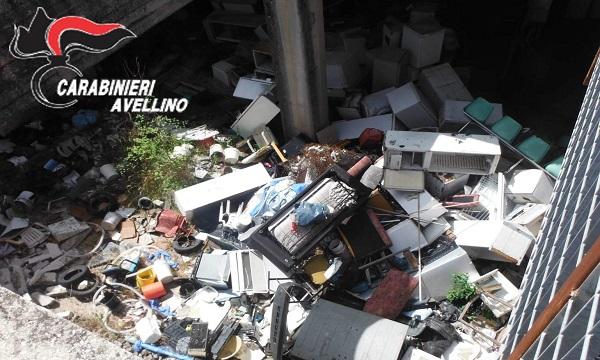 Montefalcione, discarica abusiva: scoperti mille metri cubi di rifiuti