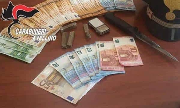 Droga e contanti in casa, arrestato spacciatore a Torella