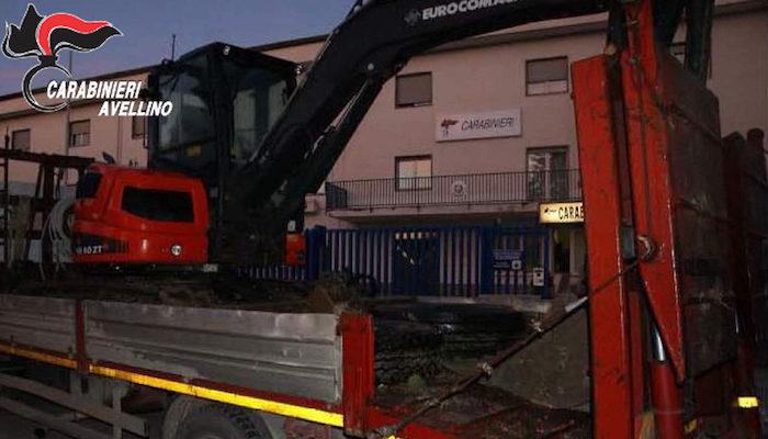Lioni: rubano escavatore, i carabinieri recuperano la refurtiva
