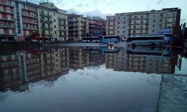 Maltempo Avellino, piazza Macello diventa una piscina