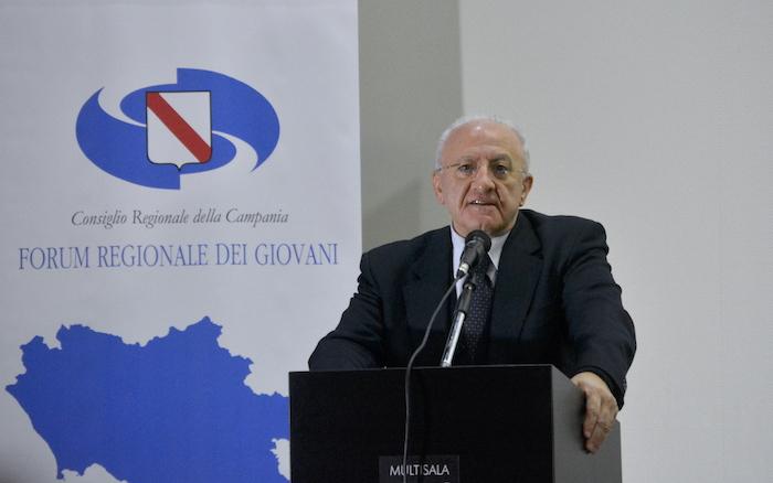 De Luca a Lioni: 'Reddito di cittadinanza o Tap, 5 stelle truffatori'