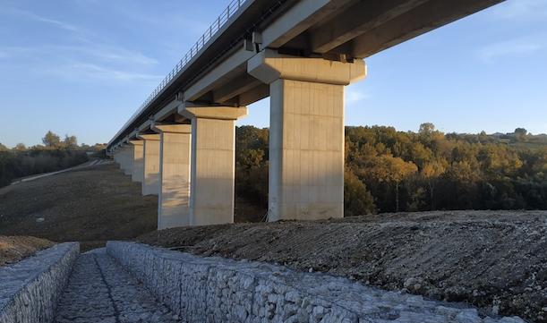 Riaprono i cantieri Lioni-Grottaminarda: taglio del nastro sul viadotto