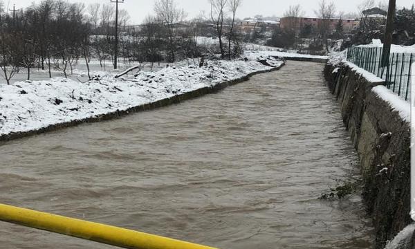 Alta Irpinia nella neve: scuole chiuse e fiumi in piena