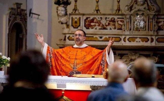 Don Vitaliano: 'Domenica in chiesa ascolteremo Mahmood'