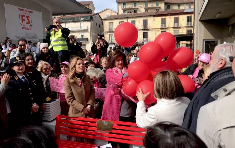 Panchina rossa ad Avellino, viaggio in treno delle donne d'Irpinia