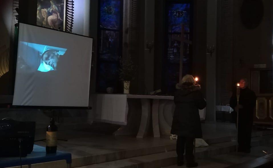 Per Stefano Cucchi, don Vitaliano attualizza la via Crucis