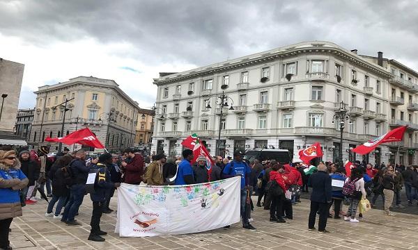 'Salvini al Sud darà briciole', la piazza anti-Lega e pro-migranti di Avellino