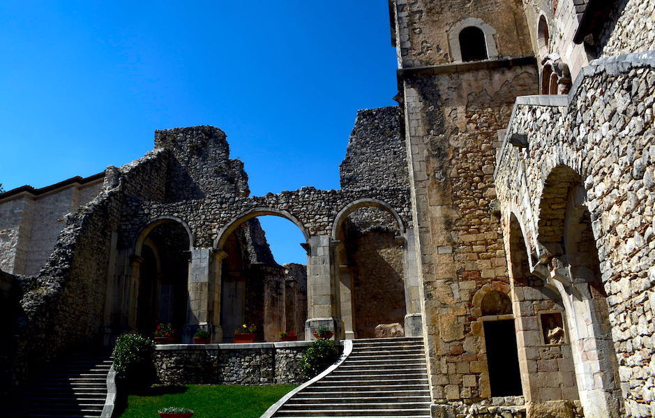 Sant'Angelo dei Lombardi: la politica e l'arte nella manifestazione Classici Contro