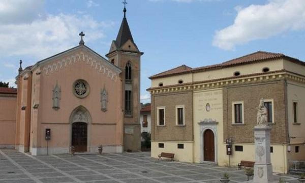 Perfetta parità, a Castel Baronia si va al ballottaggio