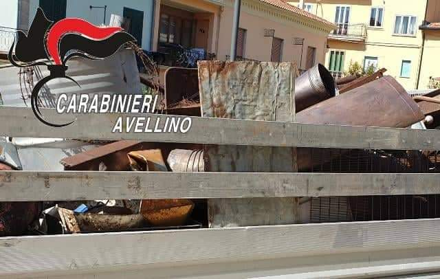 Conza, lamiere e rottami smaltiti illegalmente: una denuncia