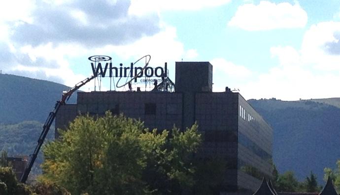 Whirlpool, tensione ancora alta: tavoli in Provincia e Regione