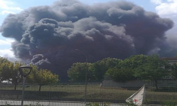 Incendio a Pianodardine, nube nera su Avellino