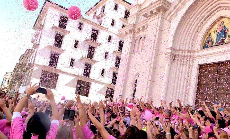 Camminata rosa, edizione record: prevenzione è vita