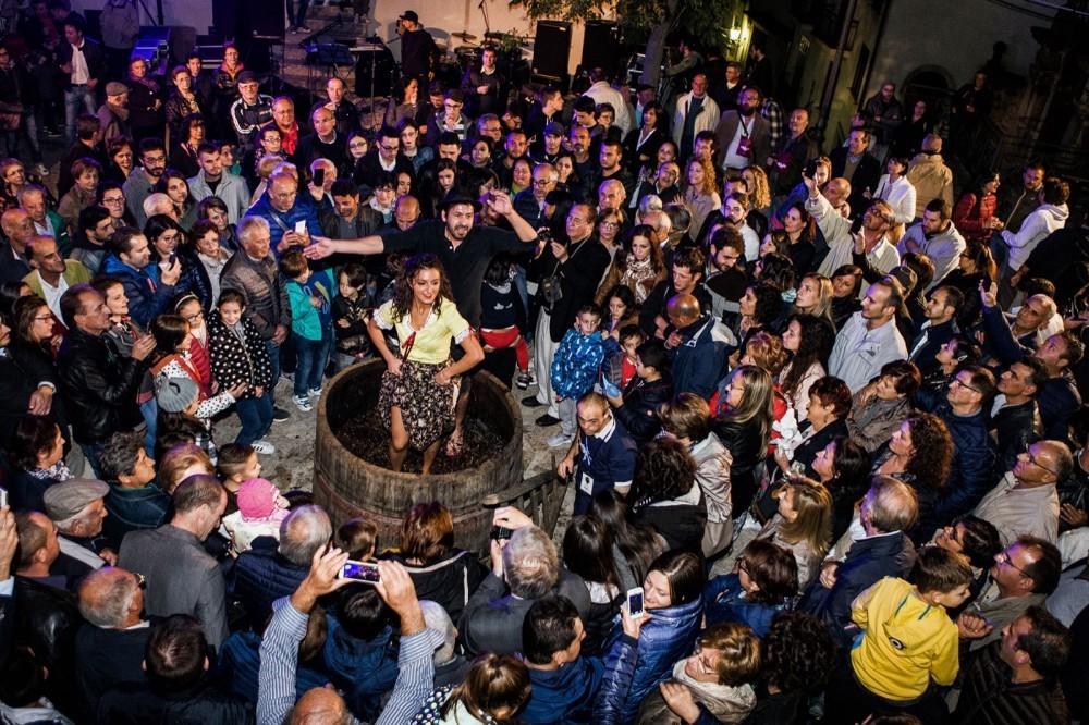 La Macenata a Paternopoli, rivive l'antico rito della pigiatura dell'uva