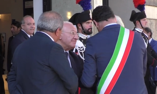 De Luca: 'Festa dice str…ate', il sindaco: 'Il governatore è nervoso'