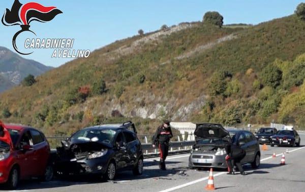 Ofantina: si fermano per aiutare automobilista, travolti e uccisi