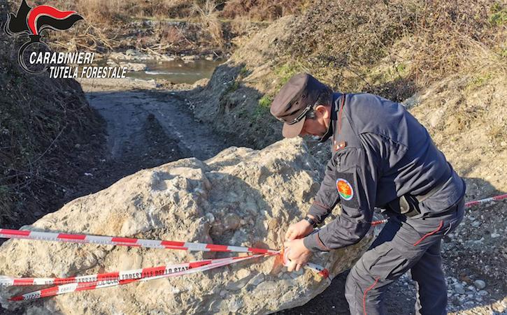 Si ruba anche nel fiume Sabato, due imprenditori denunciati