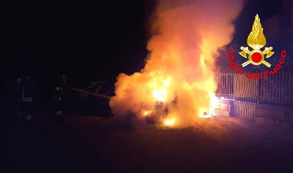 Avellino, tre auto tra le fiamme nella notte