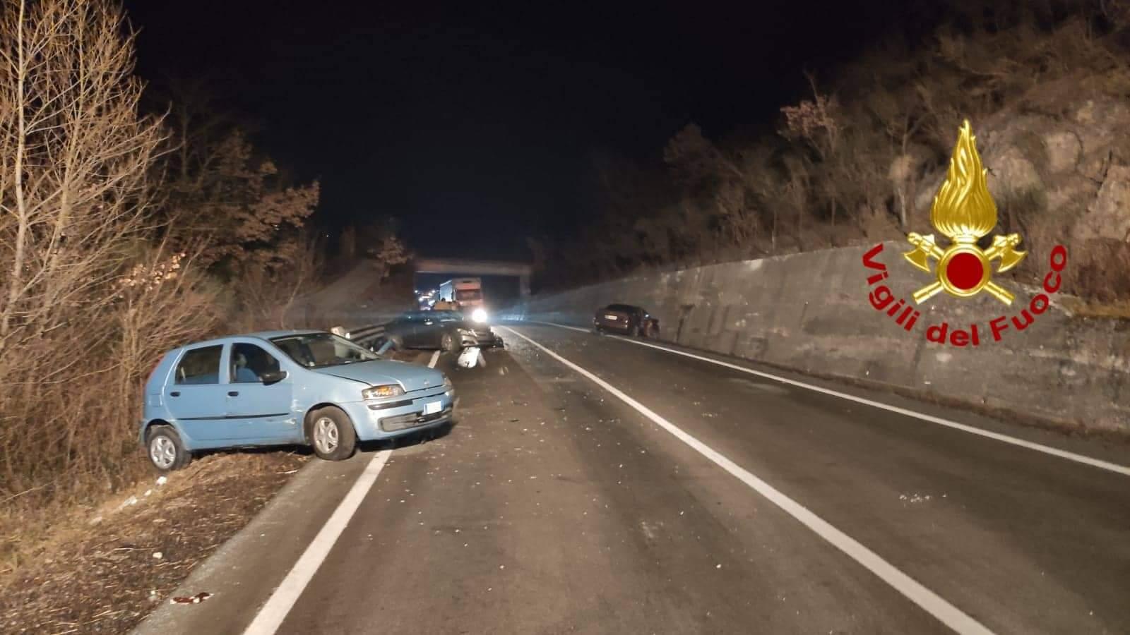 Ofantina: scontro tra tre auto, cinque feriti a Lioni